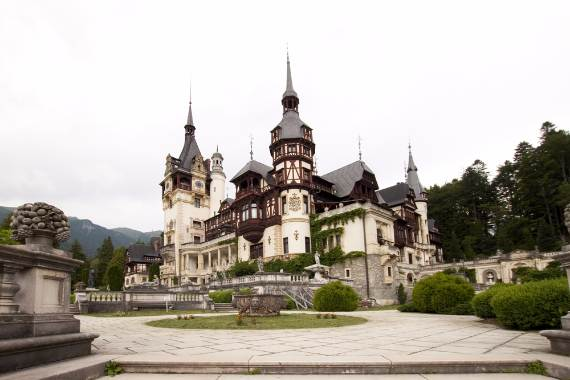 spectacular-peles-castle-in-romania-8