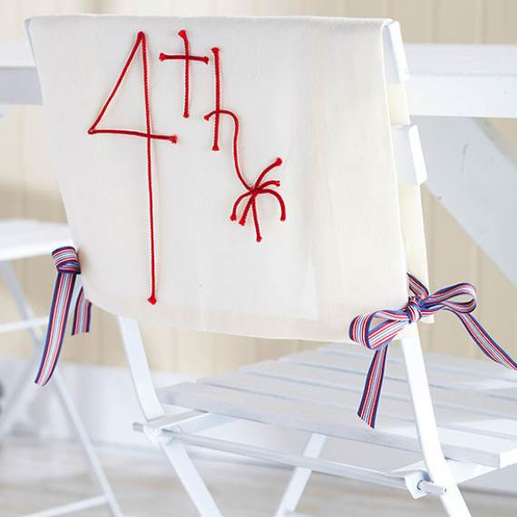 33-Front-Porch-Decorating-Ideas-for-the-4th-of-July-14