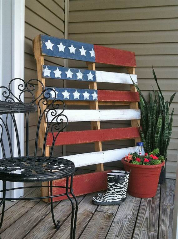 33-Front-Porch-Decorating-Ideas-for-the-4th-of-July-22