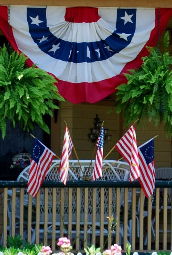 33-Front-Porch-Decorating-Ideas-for-the-4th-of-July-23