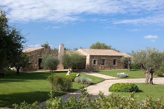 holiday-vibes-inspired-by-the-charming-lo-stazzo-country-house-in-sardinia-italy-22