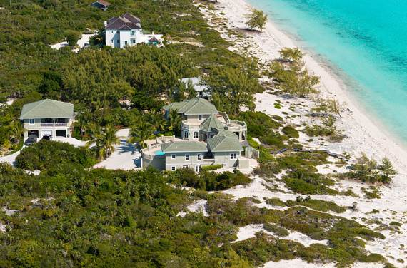 stunning-casa-varnishkes-private-beach-and-tennis-villa-on-long-bay-beach-36