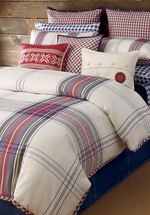 Elegant and Stylish Holiday Bedding Ideas For A Luxurious, Hotel-Like Bed (13)