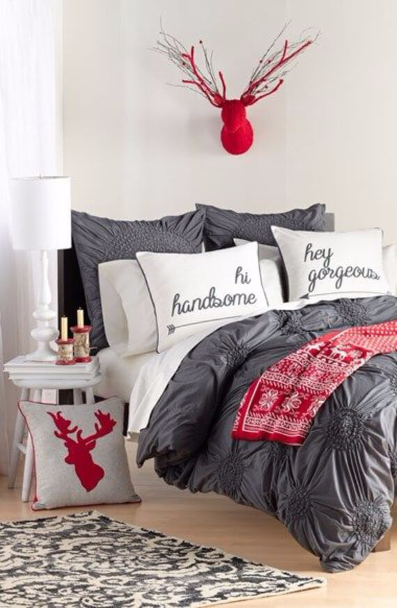 Elegant and Stylish Holiday Bedding Ideas For A Luxurious, Hotel-Like Bed (14)