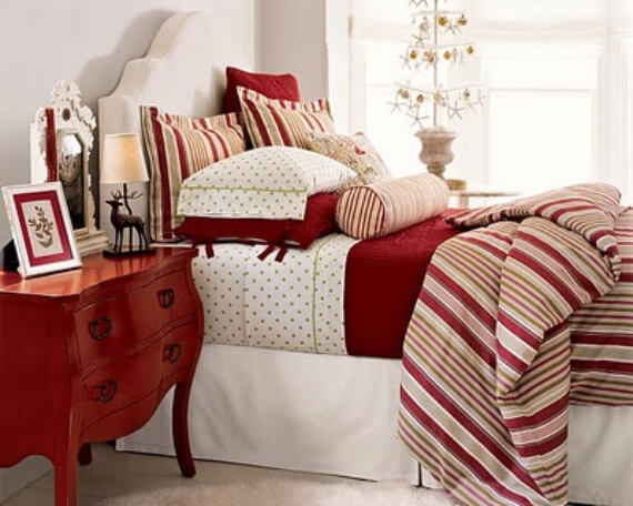 Elegant and Stylish Holiday Bedding Ideas For A Luxurious, Hotel-Like Bed (16)