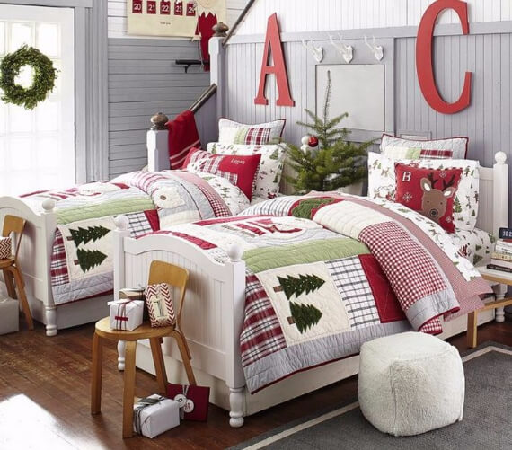 Elegant and Stylish Holiday Bedding Ideas For A Luxurious, Hotel-Like Bed (17)