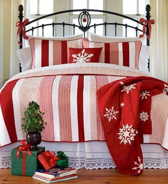 Elegant and Stylish Holiday Bedding Ideas For A Luxurious, Hotel-Like Bed (22)
