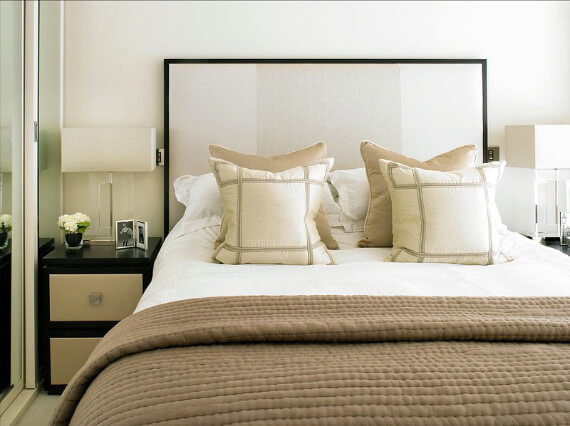 Elegant and Stylish Holiday Bedding Ideas For A Luxurious, Hotel-Like Bed (29)