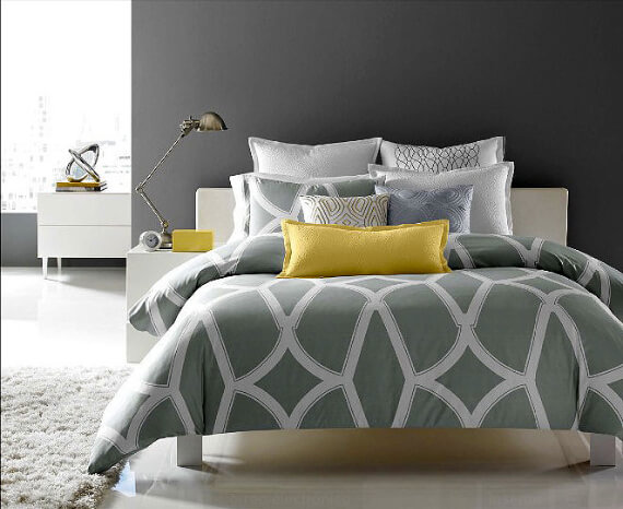 Elegant and Stylish Holiday Bedding Ideas For A Luxurious, Hotel-Like Bed (32)