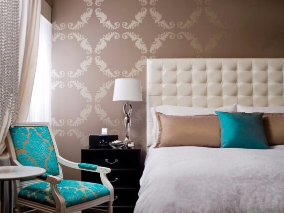 Elegant and Stylish Holiday Bedding Ideas For A Luxurious, Hotel-Like Bed (4)