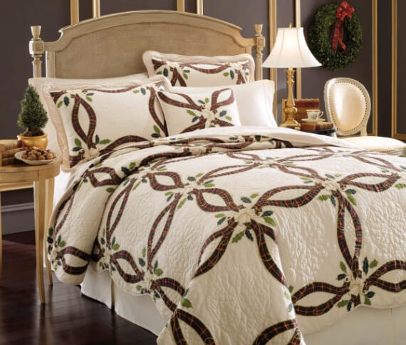 Elegant and Stylish Holiday Bedding Ideas For A Luxurious, Hotel-Like Bed (5)