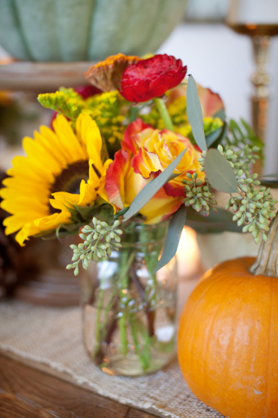 Warm and Inviting Thanksgiving Centerpiece Ideas  (20)