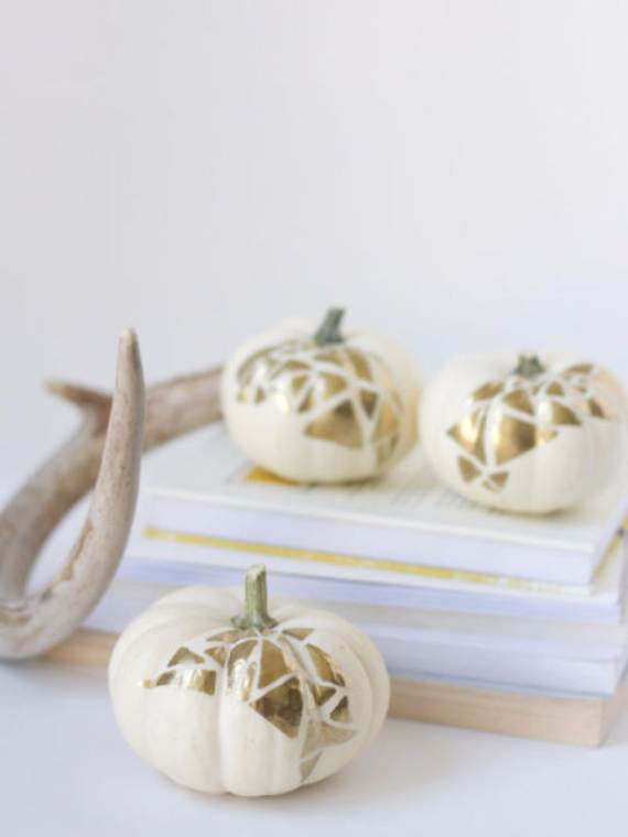 55-Halloween-Decorating-Ideas-Eerie-Elegance-181