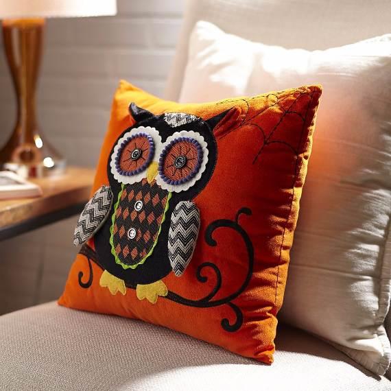 55-Halloween-Decorating-Ideas-Eerie-Elegance-251