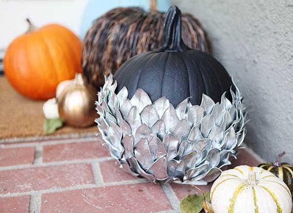 55-Halloween-Decorating-Ideas-Eerie-Elegance-30