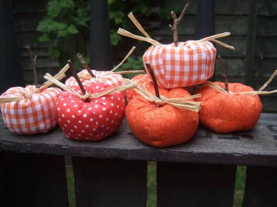55-Halloween-Decorating-Ideas-Eerie-Elegance-35