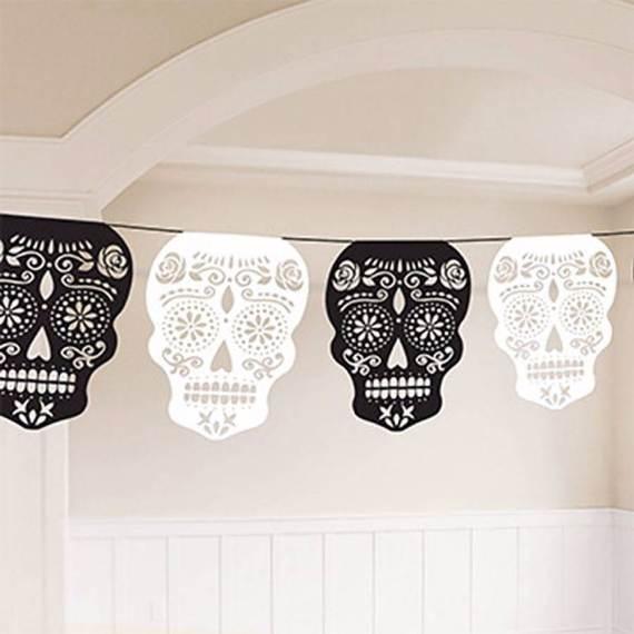 55-Halloween-Decorating-Ideas-Eerie-Elegance-38