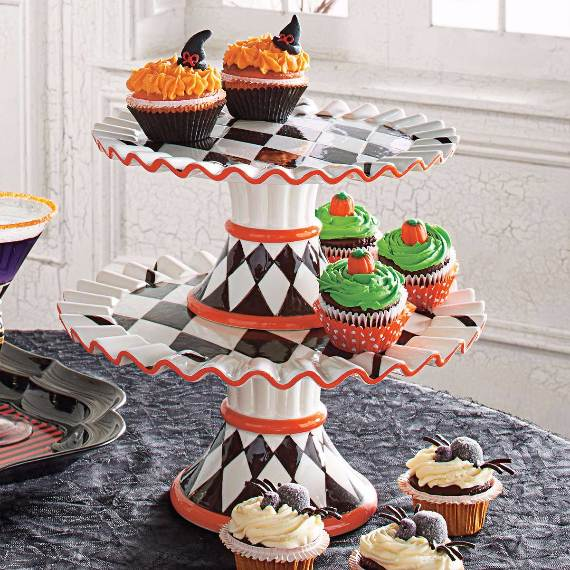 55-Halloween-Decorating-Ideas-Eerie-Elegance-5