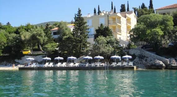 fabulous-contemporary-villa-mare-crikvenica-with-an-elegant-touch-1