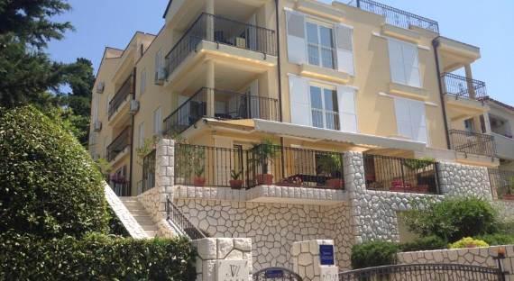 fabulous-contemporary-villa-mare-crikvenica-with-an-elegant-touch-27