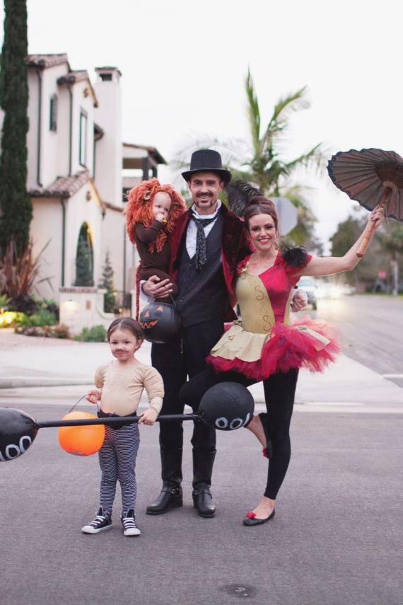 Family Halloween Costumes (25)