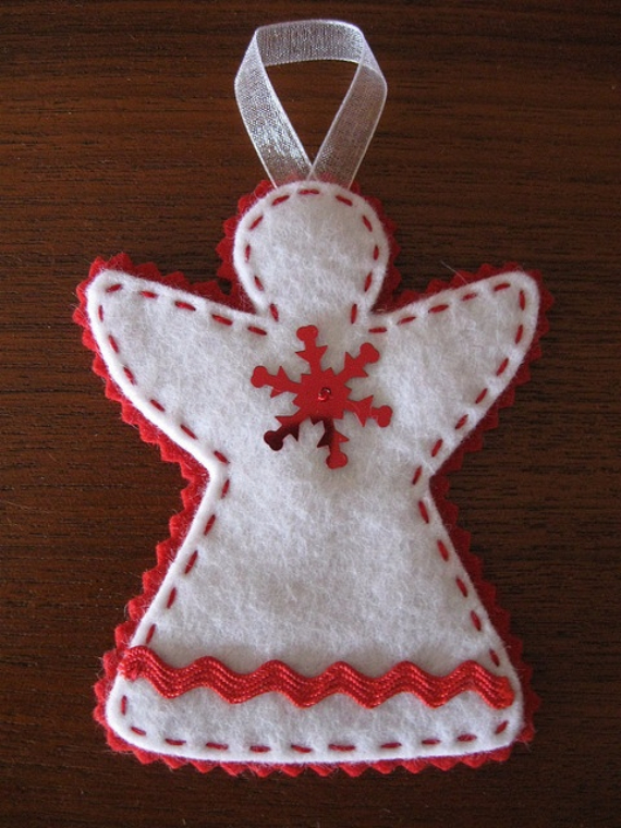 Homemade Felt Christmas Ornament (17)