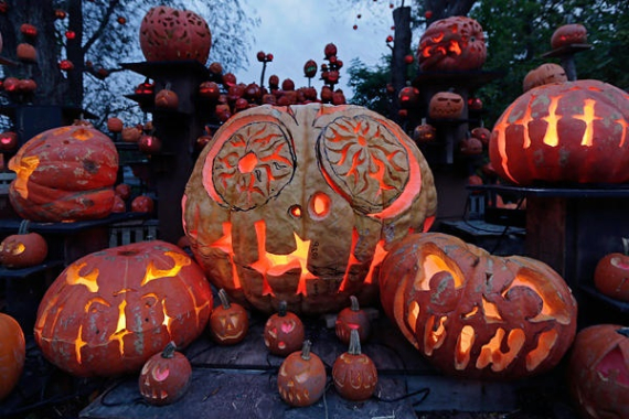 New Ways to Decorate Your Halloween Pumpkins (6)