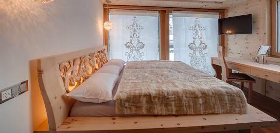 a-home-away-from-home-a-stylish-and-personal-retreat-called-chalet-high-7-jewel-7