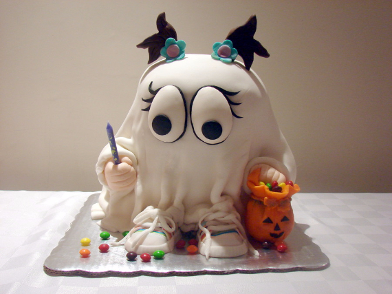 Cute & Non scary Halloween Cake Decorations (11)