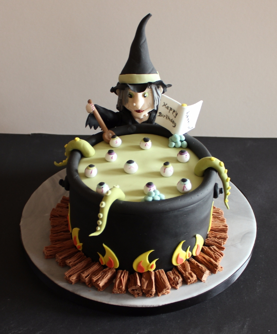 Cute & Non scary Halloween Cake Decorations (8)