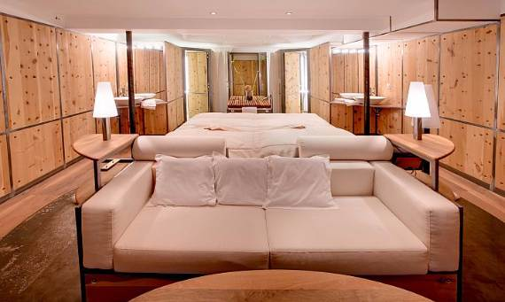 delightful-home-amplifying-the-beauty-of-its-surrounding-the-heinz-julen-loft-24