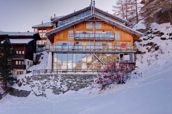 delightful-home-amplifying-the-beauty-of-its-surrounding-the-heinz-julen-loft-3