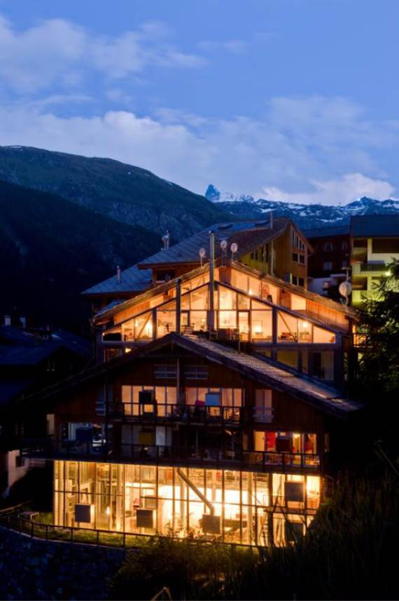 delightful-home-amplifying-the-beauty-of-its-surrounding-the-heinz-julen-loft-4