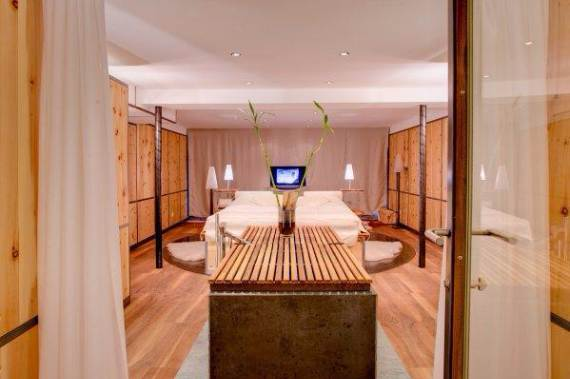 delightful-home-amplifying-the-beauty-of-its-surrounding-the-heinz-julen-loft-5
