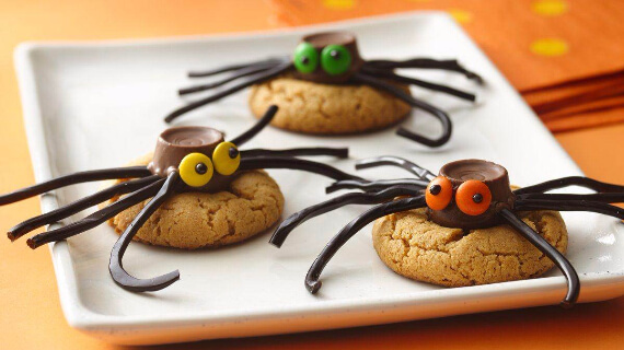 Fun And Simple Ideas For Decorating Halloween Cupcakes (11)