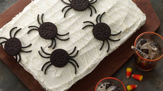 Fun And Simple Ideas For Decorating Halloween Cupcakes (12)