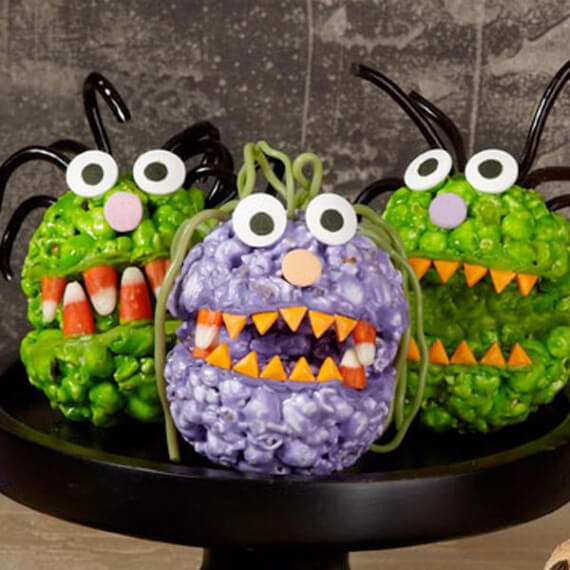 Fun And Simple Ideas For Decorating Halloween Cupcakes (2)