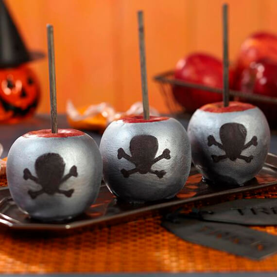 Fun And Simple Ideas For Decorating Halloween Cupcakes (25)