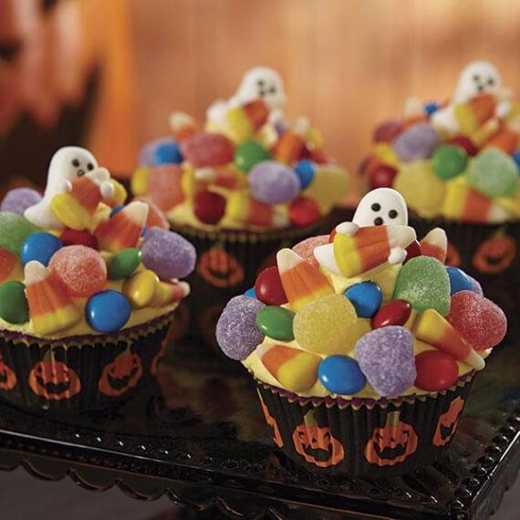 Fun and simple ideas for decorating halloween cupcakes 30 for Fun and easy cupcake decorating ideas