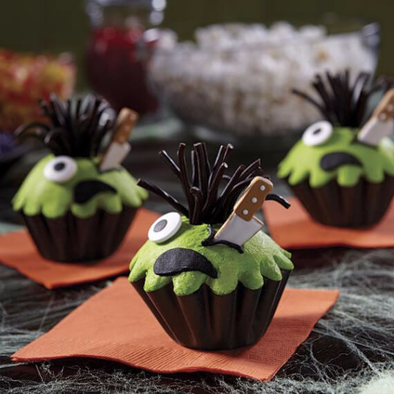 Fun And Simple Ideas For Decorating Halloween Cupcakes (32)