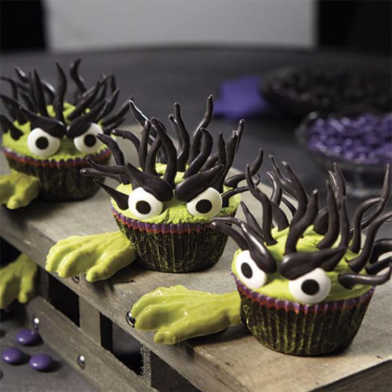 40 Fun And Simple Ideas For Decorating Halloween Cupcakes ...
