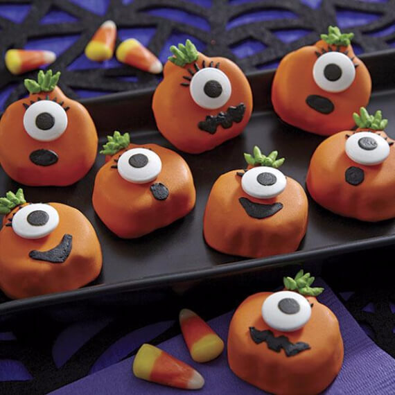 Fun And Simple Ideas For Decorating Halloween Cupcakes (38)