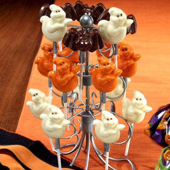 Fun And Simple Ideas For Decorating Halloween Cupcakes (7)