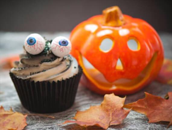 Halloween Cupcake Decorating Ideas Easy : 40 Fun And Simple Ideas For Decorating Halloween Cupcakes ...