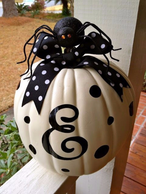 Ways to Decorate for Fall, Halloween and Thanksgiving With Pumpkins (15)