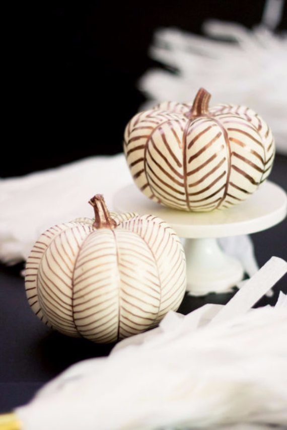 Ways to Decorate for Fall, Halloween and Thanksgiving With Pumpkins (27)