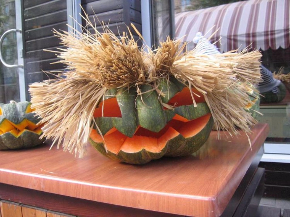 Ways to Decorate for Fall, Halloween and Thanksgiving With Pumpkins (42)
