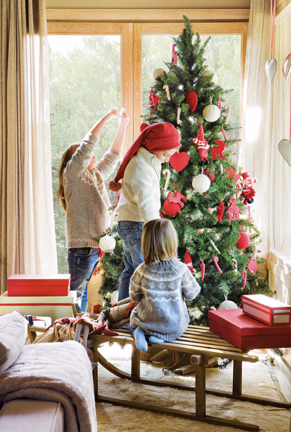 CHRISTMAS INSPIRATIONS IN THE MOUNTAINS Family Holiday
