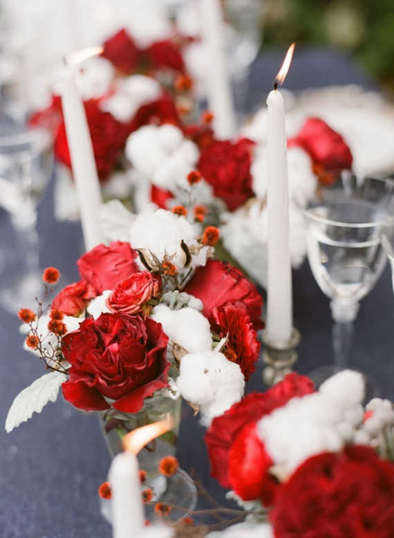 Christmas Dining Table Decor In Red And White  (10)