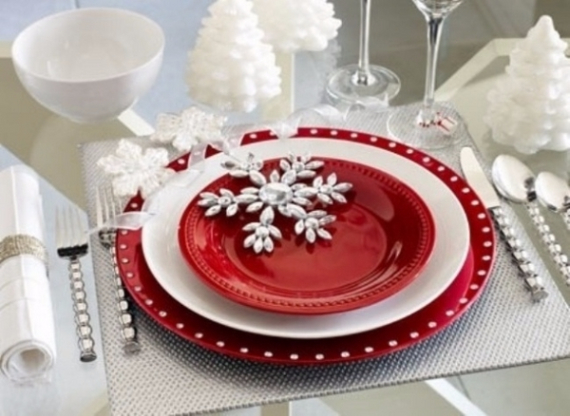 Christmas Dining Table Decor In Red And White  (13)